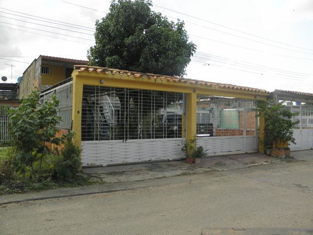 Casa Carabobo>Valencia>La Isabelica - Venta:16.500 Precio Referencial - codigo: 19-19014