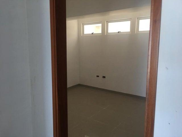Apartamento Miranda>Higuerote>Agua Sal - Venta:30.000 Precio Referencial - codigo: 19-19037