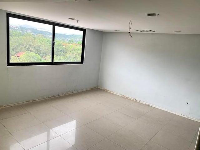 Local Comercial Distrito Metropolitano>Caracas>Terrazas del Club Hipico - Alquiler:1.891 Precio Referencial - codigo: 19-19270