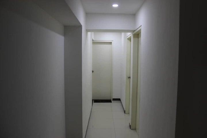 Apartamento Distrito Metropolitano>Caracas>Los Dos Caminos - Venta:130.000 Precio Referencial - codigo: 19-19394