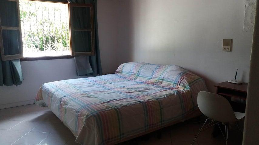 Casa Distrito Metropolitano>Caracas>Santa Paula - Venta:350.000 Precio Referencial - codigo: 19-19476
