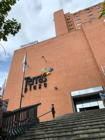 Local Comercial Distrito Metropolitano>Caracas>Terrazas del Club Hipico - Alquiler:186 Precio Referencial - codigo: 19-19489