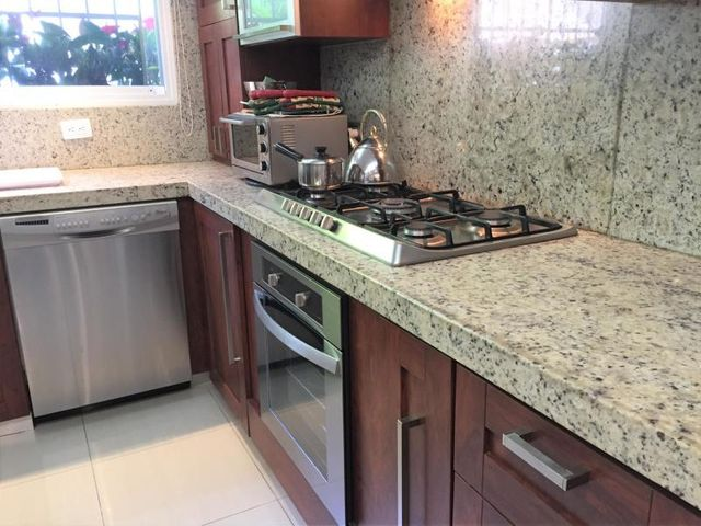 Casa Distrito Metropolitano>Caracas>Los Naranjos del Cafetal - Venta:189.000 Precio Referencial - codigo: 19-19559