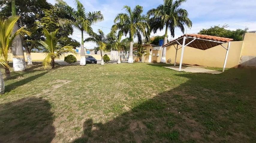 Casa Lara>Cabudare>La Mora - Venta:16.000 Precio Referencial - codigo: 19-19893
