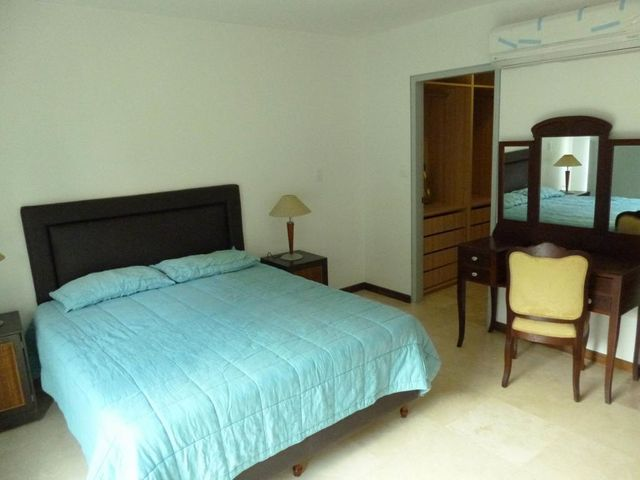 Apartamento Distrito Metropolitano>Caracas>Los Naranjos de Las Mercedes - Alquiler:700 Precio Referencial - codigo: 20-694