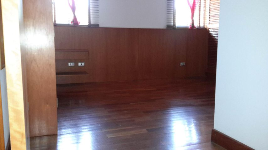 Apartamento Distrito Metropolitano>Caracas>La Urbina - Venta:60.000 Precio Referencial - codigo: 19-20560