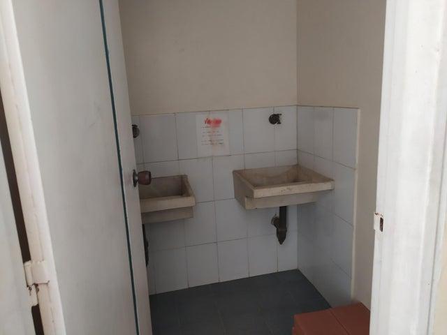 Apartamento Vargas>La Guaira>Macuto - Venta:45.000 Precio Referencial - codigo: 20-58