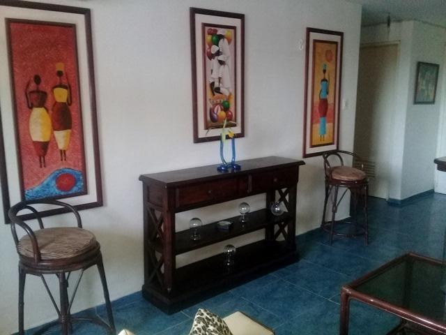 Apartamento Vargas>Catia La Mar>Playa Grande - Venta:28.000 Precio Referencial - codigo: 20-68
