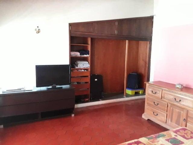 Casa Distrito Metropolitano>Caracas>El Marques - Venta:62.000 Precio Referencial - codigo: 20-102