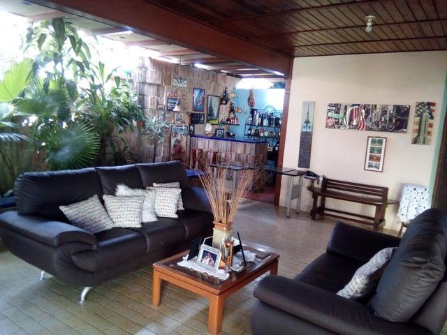 Casa Lara>Barquisimeto>Nueva Segovia - Venta:220.000 Precio Referencial - codigo: 20-137
