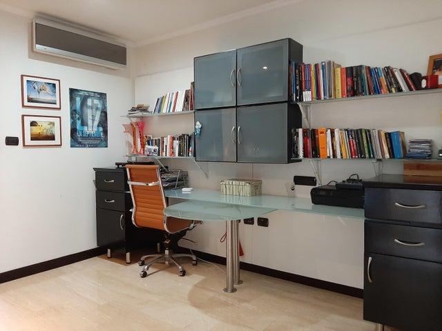 Apartamento Distrito Metropolitano>Caracas>La Lagunita Country Club - Venta:700.000 Precio Referencial - codigo: 20-328