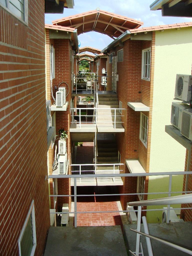 Apartamento Miranda>Guatire>Alto Grande - Venta:31.000 Precio Referencial - codigo: 20-254