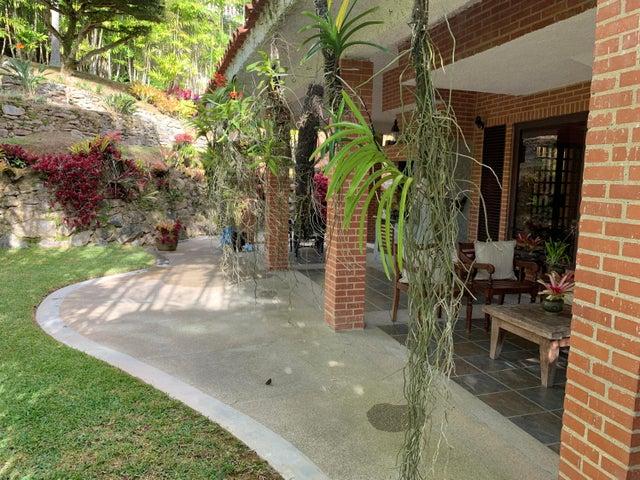 Casa Distrito Metropolitano>Caracas>Los Naranjos del Cafetal - Venta:400.000 Precio Referencial - codigo: 20-332