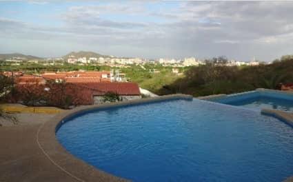 Townhouse Nueva Esparta>Margarita>Los Robles - Venta:180.000 Precio Referencial - codigo: 20-302