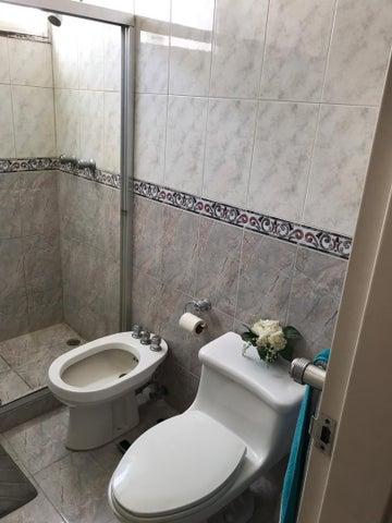 Apartamento Distrito Metropolitano>Caracas>Colinas de La California - Venta:180.000 Precio Referencial - codigo: 20-315