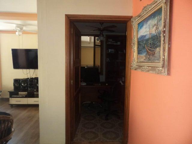 Casa Lara>Barquisimeto>Santa Elena - Venta:225.000 Precio Referencial - codigo: 20-316