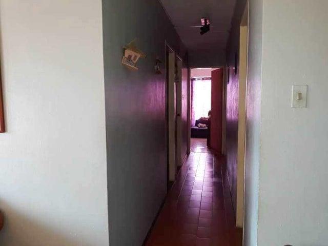 Apartamento Carabobo>Municipio Naguanagua>Tazajal - Venta:20.000 Precio Referencial - codigo: 20-372