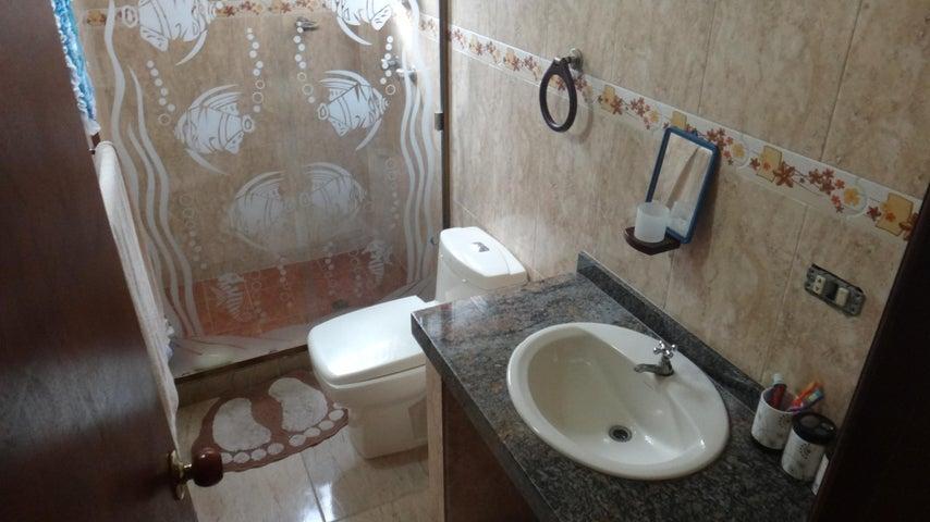 Casa Miranda>Higuerote>Ciudad Balneario Higuerote - Venta:250.000 Precio Referencial - codigo: 20-887
