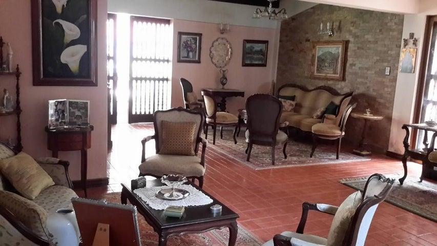 Casa Distrito Metropolitano>Caracas>Santa Paula - Venta:300.000 Precio Referencial - codigo: 20-16950