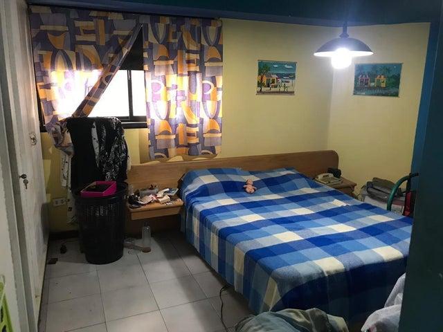 Apartamento Distrito Metropolitano>Caracas>Lomas de Prados del Este - Venta:75.000 Precio Referencial - codigo: 20-1065