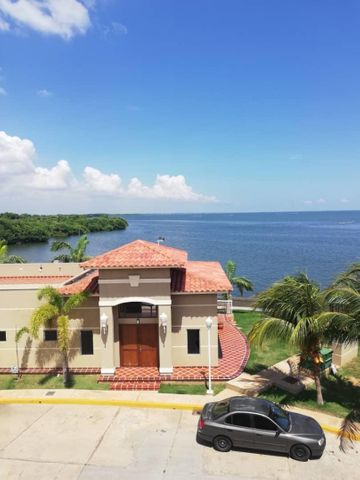 Townhouse Zulia>Maracaibo>Lago Mar Beach - Venta:330.000 Precio Referencial - codigo: 20-1482