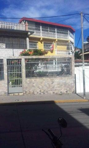 Casa Vargas>Catia La Mar>Playa Grande - Venta:80.000 Precio Referencial - codigo: 20-1647