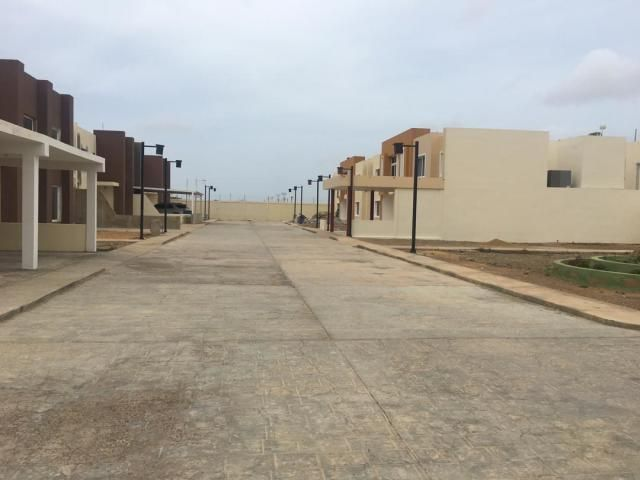 Townhouse Falcon>Punto Fijo>Puerta Maraven - Venta:35.000 Precio Referencial - codigo: 20-1851