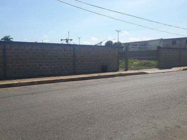Terreno Zulia>Ciudad Ojeda>Cristobal Colon - Venta:27.000 Precio Referencial - codigo: 20-1878