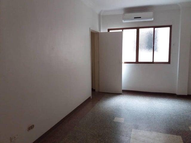 Apartamento Distrito Metropolitano>Caracas>Los Chaguaramos - Venta:24.000 Precio Referencial - codigo: 19-16021