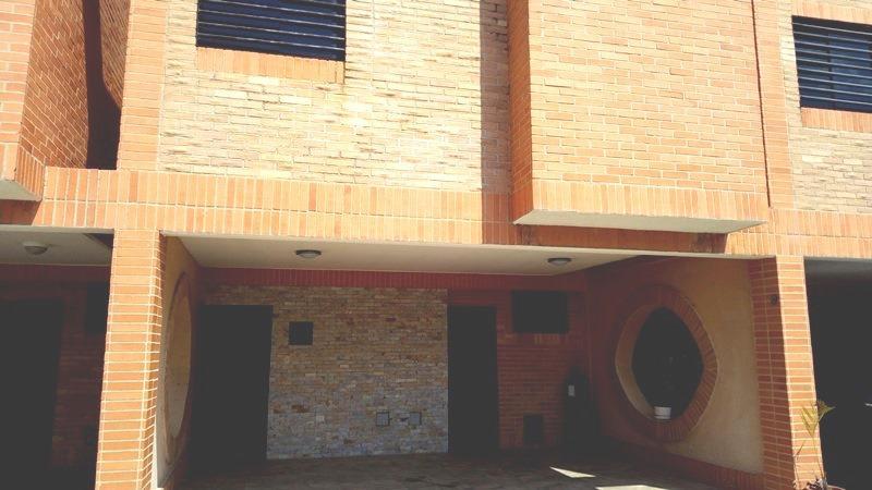 Townhouse Carabobo>Municipio Naguanagua>Manantial - Venta:53.000 Precio Referencial - codigo: 20-2002