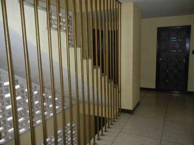 Apartamento Distrito Metropolitano>Caracas>Los Dos Caminos - Venta:45.000 Precio Referencial - codigo: 20-2446