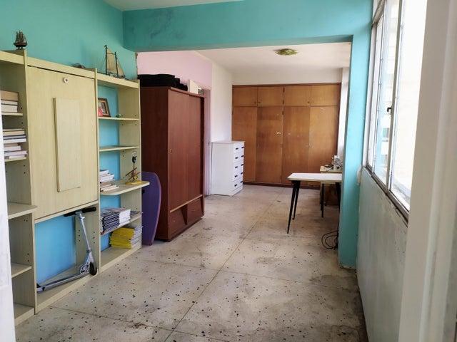 Apartamento Distrito Metropolitano>Caracas>Plaza Venezuela - Venta:37.000 Precio Referencial - codigo: 20-287