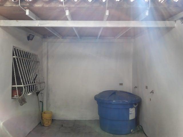 Casa Aragua>Maracay>23 de Enero - Venta:12.500 Precio Referencial - codigo: 20-2860