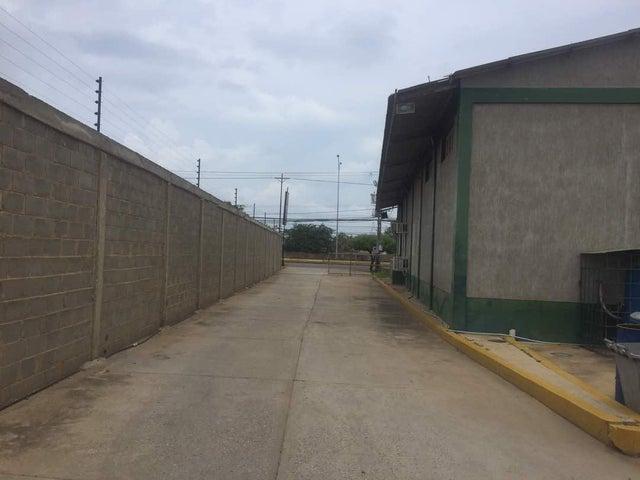 Galpon - Deposito Zulia>Ciudad Ojeda>Intercomunal - Venta:170.000 Precio Referencial - codigo: 20-3269