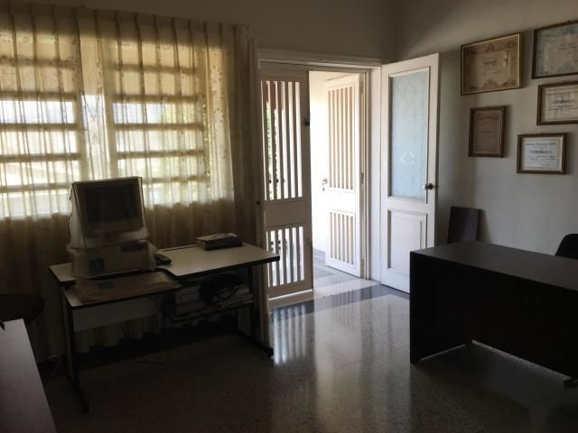 Casa Distrito Metropolitano>Caracas>Colinas de Santa Monica - Venta:155.000 Precio Referencial - codigo: 20-3608