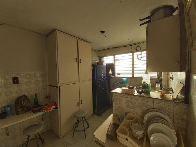 Apartamento Lara>Barquisimeto>Centro - Venta:28.000 Precio Referencial - codigo: 20-4845