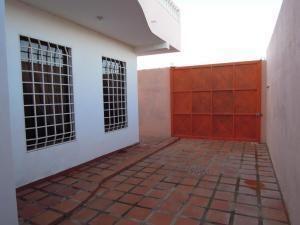 Casa Falcon>Punto Fijo>Santa Irene - Venta:42.500 Precio Referencial - codigo: 20-3763