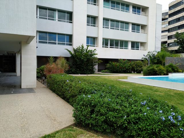 Apartamento Distrito Metropolitano>Caracas>Los Palos Grandes - Venta:338.000 Precio Referencial - codigo: 20-3881