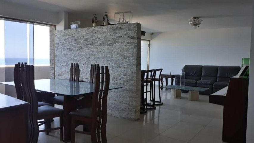Apartamento Vargas>Catia La Mar>Playa Grande - Venta:85.000 Precio Referencial - codigo: 20-3861