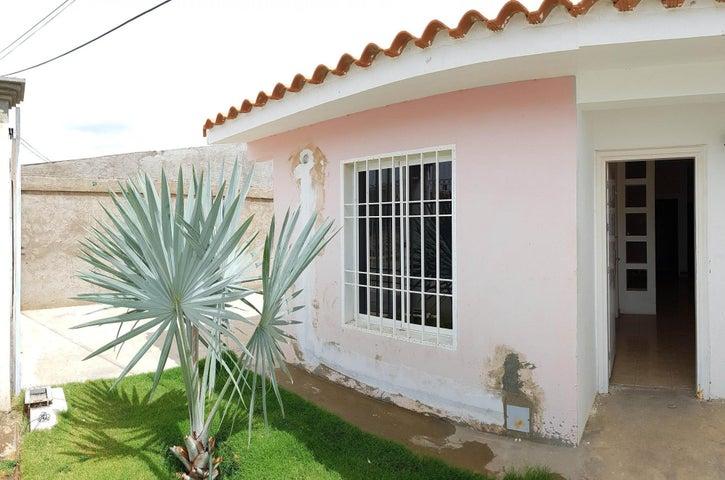Casa Falcon>Coro>Intercomunal Coro La Vela - Venta:13.000 Precio Referencial - codigo: 20-3899