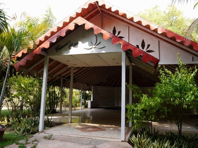Negocios y Empresas Lara>Barquisimeto>Terrazas de la Ensenada - Venta:250.000 Precio Referencial - codigo: 20-4111