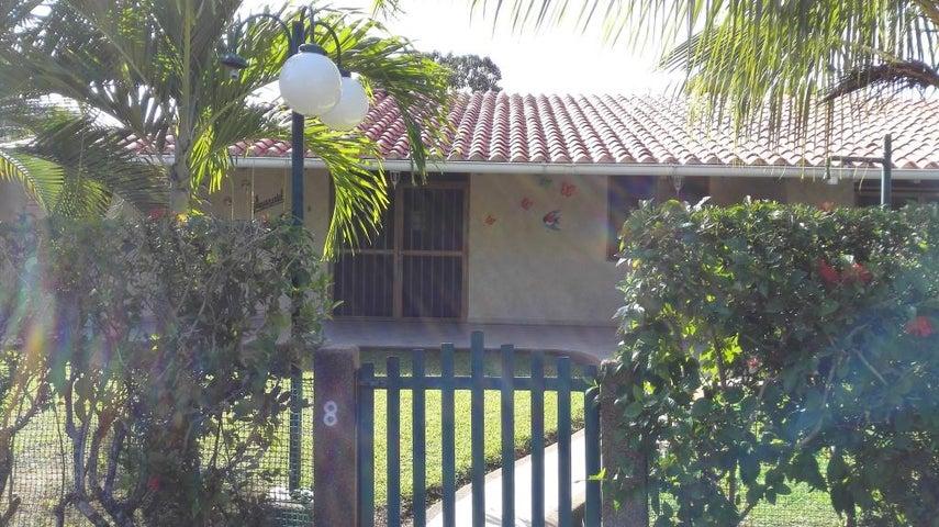 Townhouse Miranda>Higuerote>Palm Beach - Venta:16.000 Precio Referencial - codigo: 20-4165