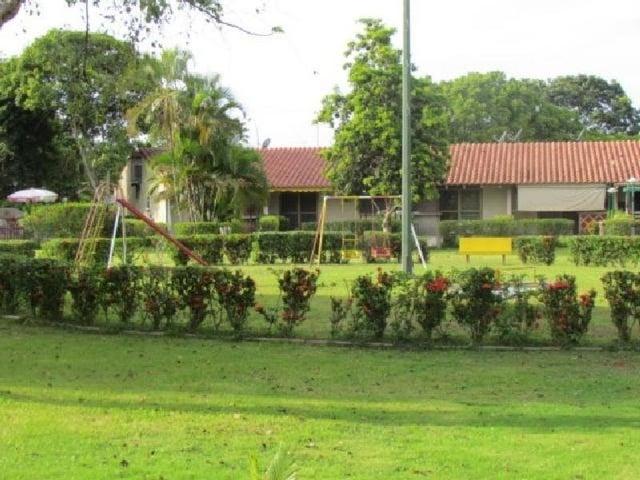 Townhouse Miranda>Higuerote>Palm Beach - Venta:12.000 Precio Referencial - codigo: 20-4165