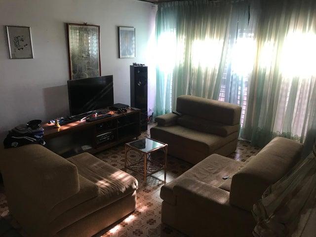 Casa Distrito Metropolitano>Caracas>El Marques - Venta:350.000 Precio Referencial - codigo: 20-4179