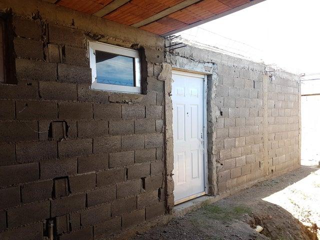 Casa Falcon>Coro>Sector Independencia - Venta:7.000 Precio Referencial - codigo: 20-4188
