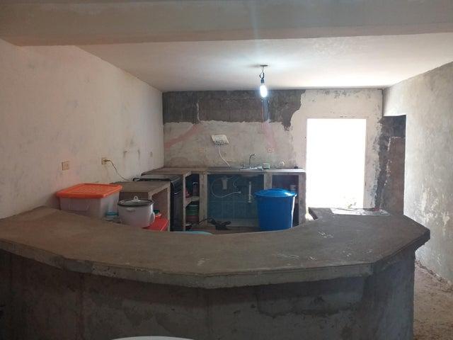 Casa Falcon>Coro>Centro - Venta:12.000 Precio Referencial - codigo: 20-4211
