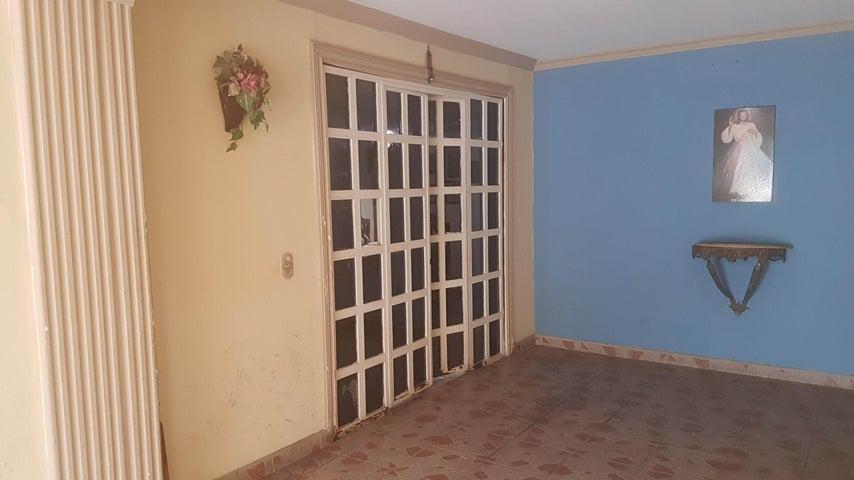 Casa Falcon>Coro>Centro - Venta:18.000 Precio Referencial - codigo: 20-4226