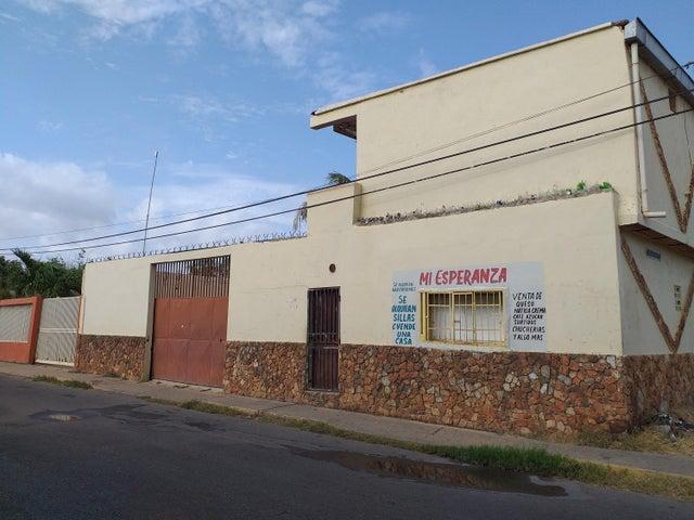 Casa Falcon>Coro>Sector San Jose - Venta:18.000 Precio Referencial - codigo: 20-4227