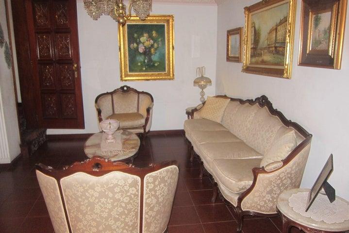 Casa Distrito Metropolitano>Caracas>El Marques - Venta:500.000 Precio Referencial - codigo: 20-4272