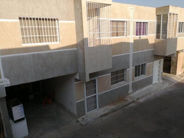 Townhouse Zulia>Ciudad Ojeda>Calle Piar - Venta:10.600 Precio Referencial - codigo: 20-4256